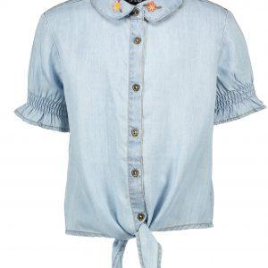Like FLO: Lichtblauw soepel vallende light denim blouse