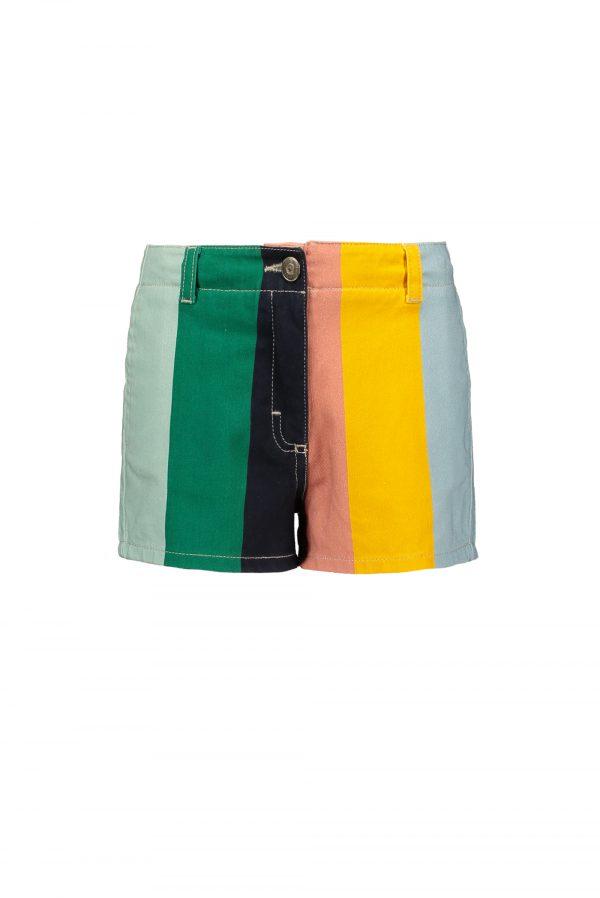 De combinatie van verschillende kleuren strepen maakt dit shortje een echte eye-catcher. Kom maar op met die zomer!